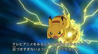 EP720 Pikachu usando Bola voltio.jpg