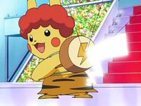 EP555 Pikachu actuando