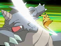 Archivo:EP526 Pikachu usando cola férrea.png