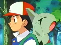Archivo:EP261 Ash con Larvitar.png