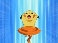 Archivo:EP543 Pikachu entrenando con un disco.png