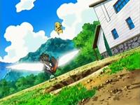 Archivo:EP535 Pikachu esquivando a Staraptor.png