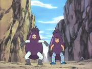 EP381 Ash y James vestidos de berenjenas.jpg