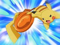 Archivo:EP543 Pikachu entrenando con un disco (2).png