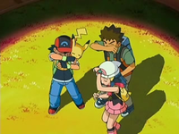 Archivo:EP528 Ash, Brock y Maya apuntados por el foco.png