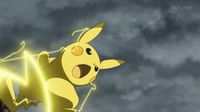 EP913 Pikachu de Ash usando rayo.png