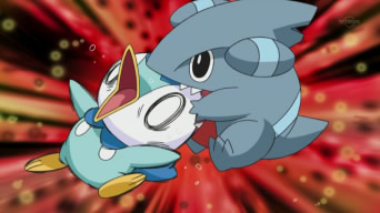 Archivo:EP625 Gible mordiendo a Piplup.png