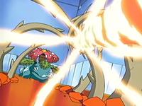 Archivo:EP428 Venusaur parando un giro fuego con una planta feroz.png