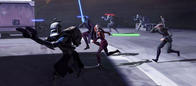 Archivo:Tarkin y Rex durante la fuga de la Ciudadela.jpg