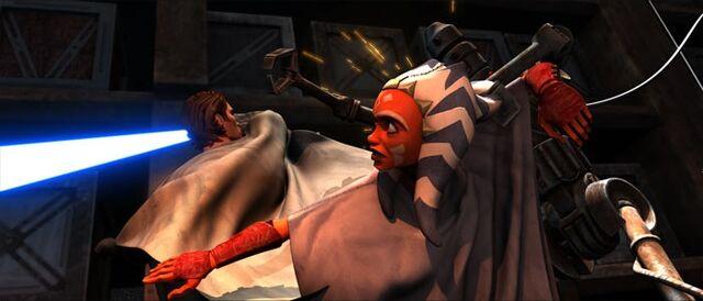 Archivo:Ahsoka dodges droids.jpg