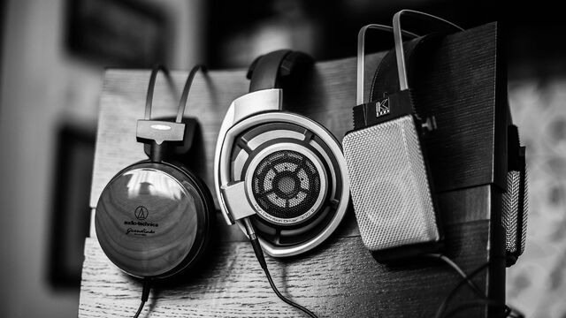 Archivo:Headphones-Gray-Music.jpg