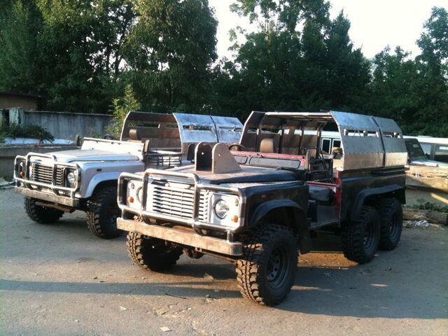 File:Land Rover Defender 110 6X6.jpg