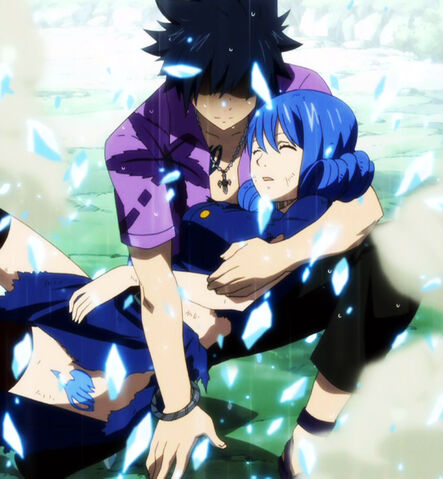 File:Gray saving Juvia.jpg