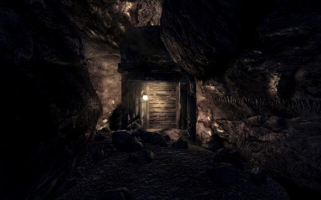 File:AntAgonizer's lair Door to lair.jpg
