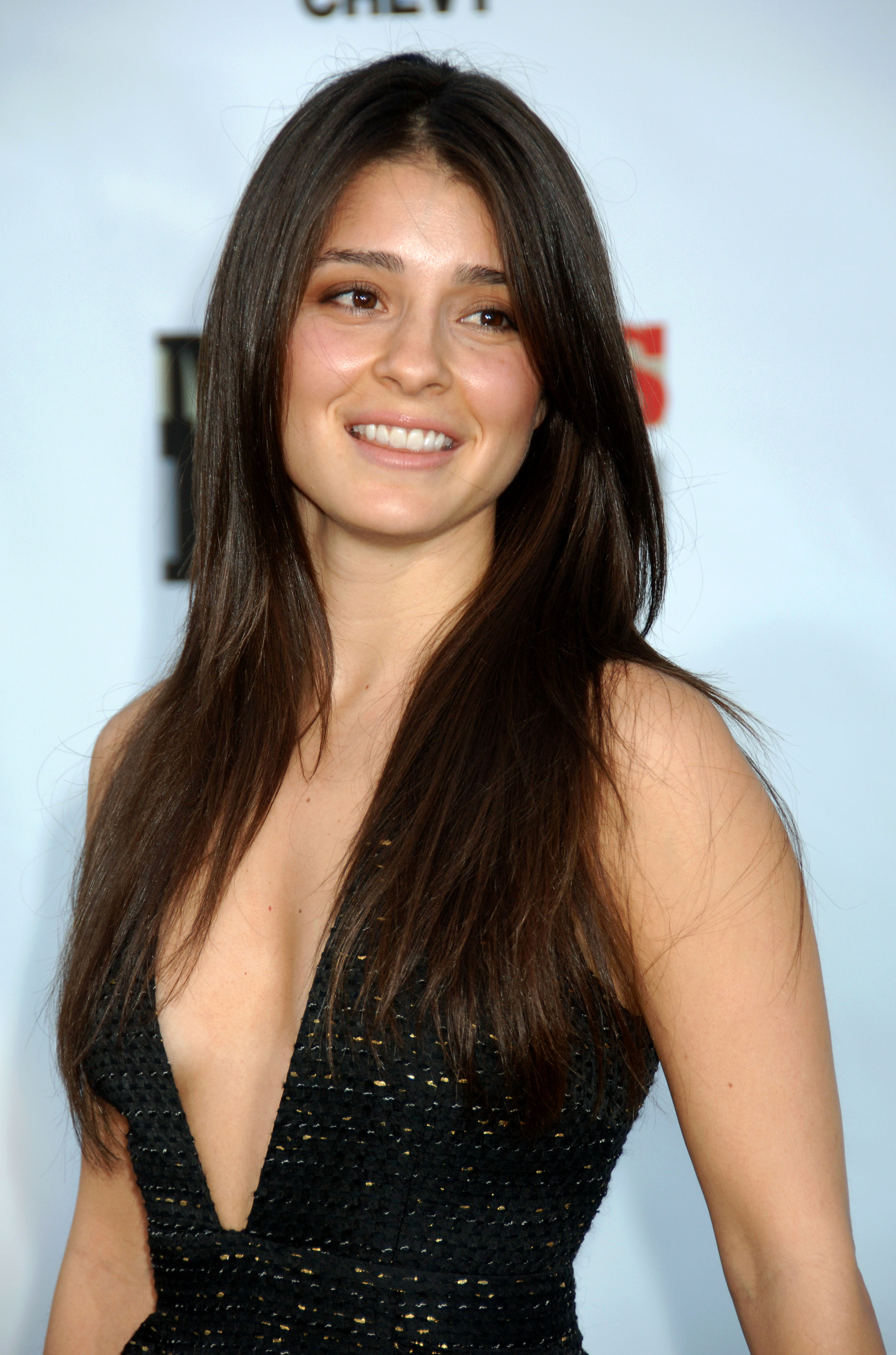 Shiri Appleby Opens Up About Her ''Easy'' Pregnancy, Due Date and ...