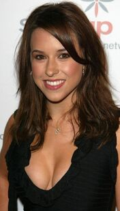 Lacey-chabert-01abc