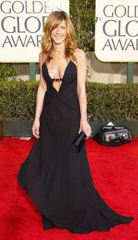 File:Jennifer aniston red carpet.jpeg