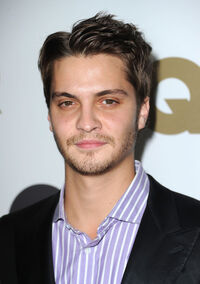 Luke Grimes GQ 2010 Men Year Party Arrivals Wa0oHpDTUZgl