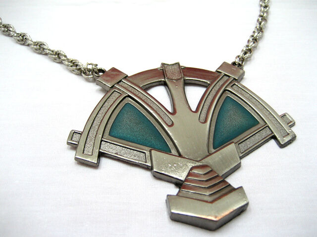 File:Vaan-necklace.jpg