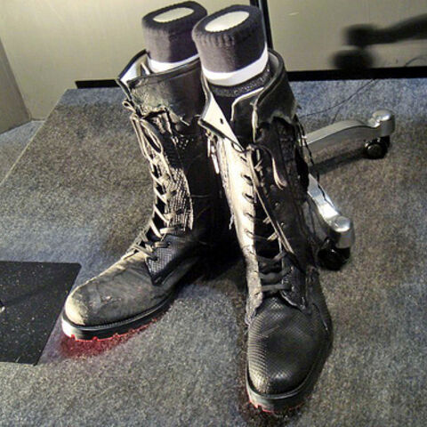 Noctis's finalized boots, as designed by Hiromu Takahara (note the red sole from the nearby light source reflecting off of it).