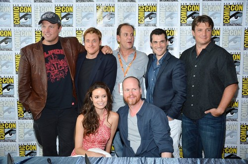 File:Nathan-Fillion-and-Firefly-Cast-at-Comic-Con-2012-nathan-fillion-31466046-500-332.jpeg