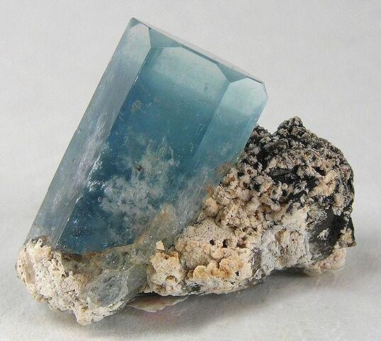 File:Aquamarine-crystal3.jpg