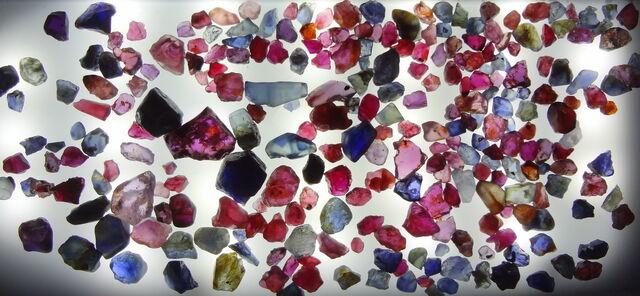 File:Pailin-rough-sapphire.JPG