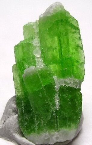 File:Green kyanite1.jpg