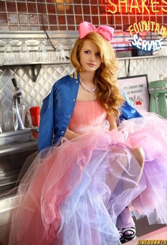 File:329px-Bella-thorne-1404922919.jpg