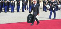 Fichier:Hollande sortant les poubelles de sa voisine.jpg