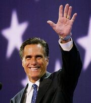 Mitt-Romney-Waving-to-crowd1