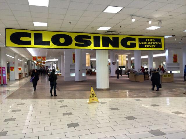 File:ClosingTorontoSears2014.jpg