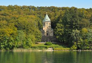 File:Votivkapelle-Schlosspark-Berg-Starnberge 18dd36621d.png
