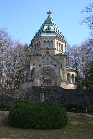 File:Votiv-kapelle-leoni-am-starnberger-see-zu-ehren-konig-ludwigs-ii.jpg