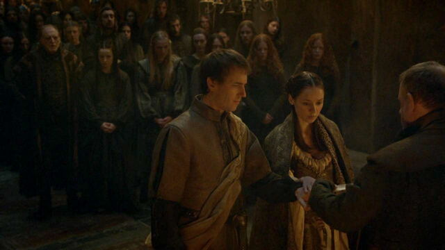 File:309 Edmure and Roslin tie the knot 1.jpg