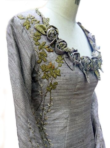 File:105 Sansa tournament dress embroidery.jpg