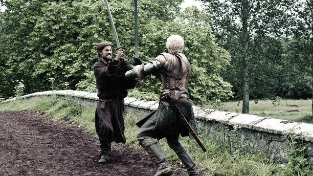 File:Brienne battles the Kingslayer.jpg
