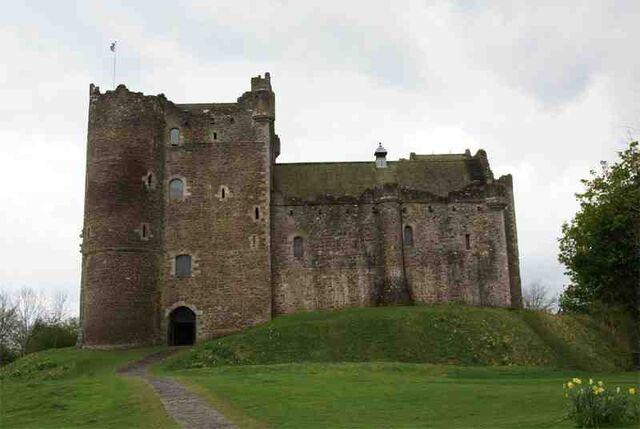 File:Doune Castle - front.jpg