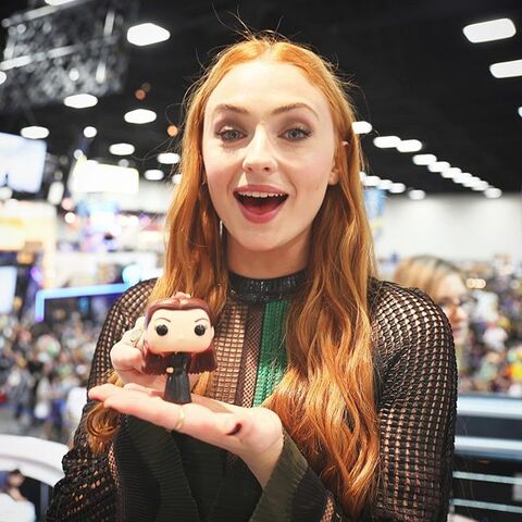 File:Sophie Turner with Funko Dark Sansa.jpg