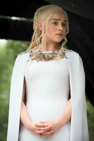 File:Daenerys Targaryen (S05E08).jpg