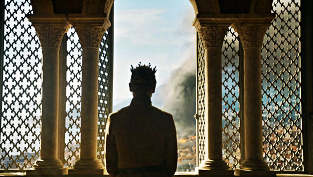 File:Tommen stares at Sept s6.jpg