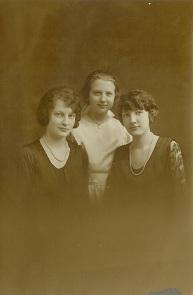 Julie, Anita & Ella Volmar - Copy