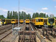 U-Bahn Berlin verschiedene Fahrzeugtypen Friedrichsfelde