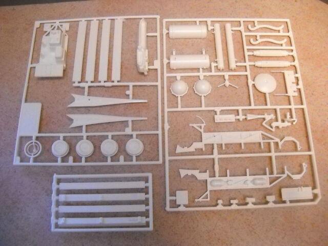 File:AMT Ecto1A 1989 Model Parts06.jpg
