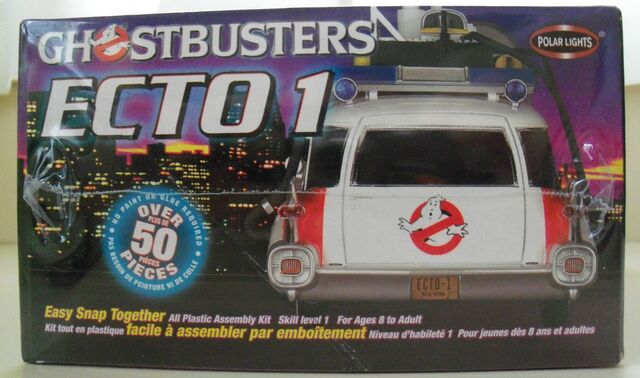 File:Polar Lights Ecto-1 Snap Model Box Right.jpg