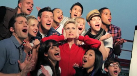 Datei:Glee-Cast-Season-2-Photoshoots-glee-15316989-451-253.jpg