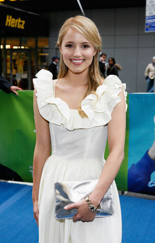 File:Dianna Agron Clutches Metallic Clutch 3hmFqrjTXEQl.jpg