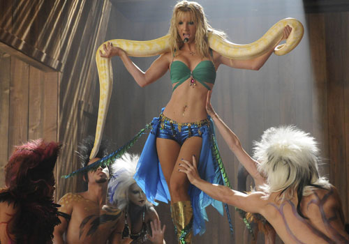 File:Britney-brittany-glee-heather-morris-snake-500.jpg