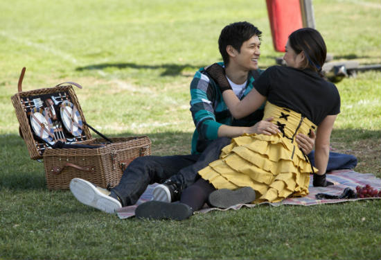 File:Glee-yes-no-mike-tina.jpg