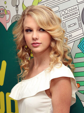 File:Images432084 taylor swift trl 06-x600.jpg